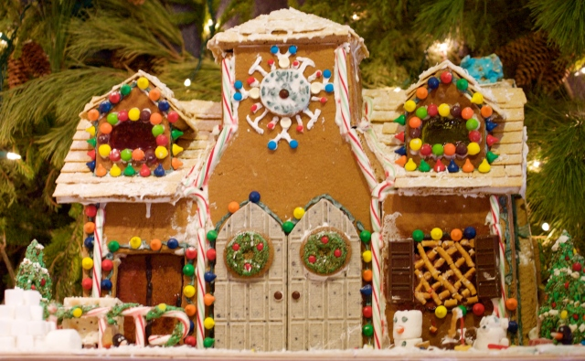 Gingerbread_house_with_double_doors